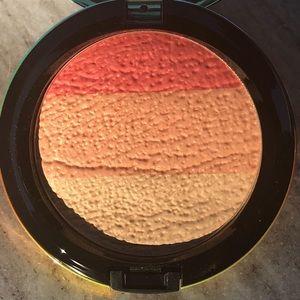 MAC Cosmetics Highlighting Powder in Freshen Up